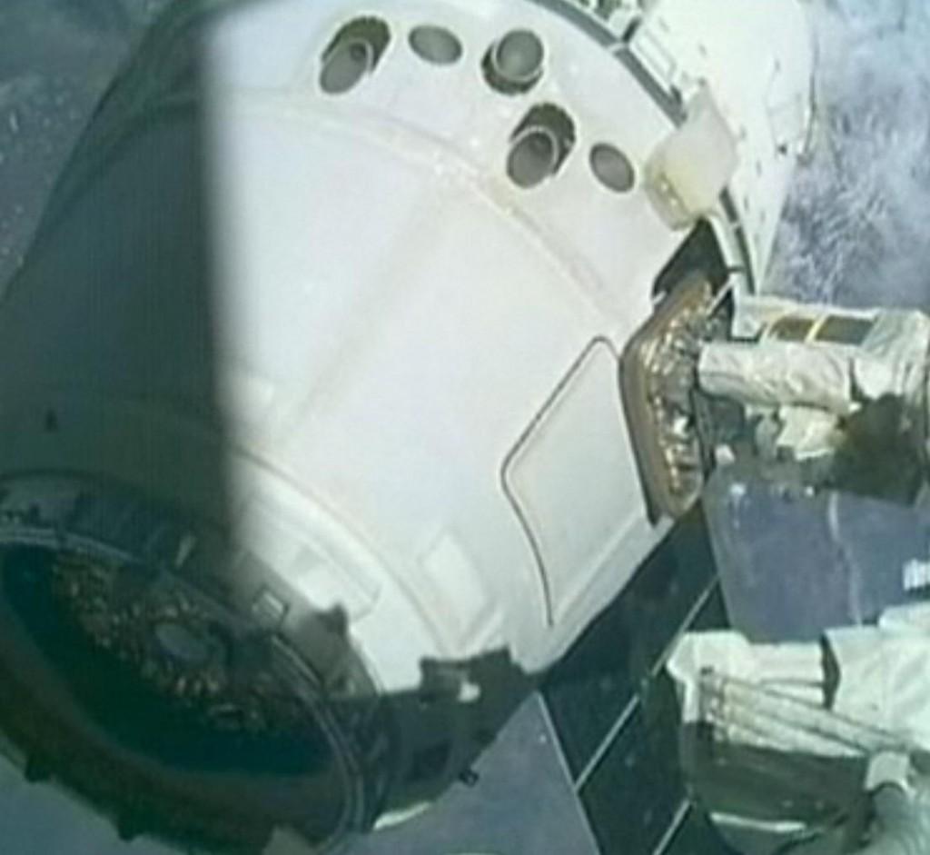 aankoppelen dragon aan ISS 3