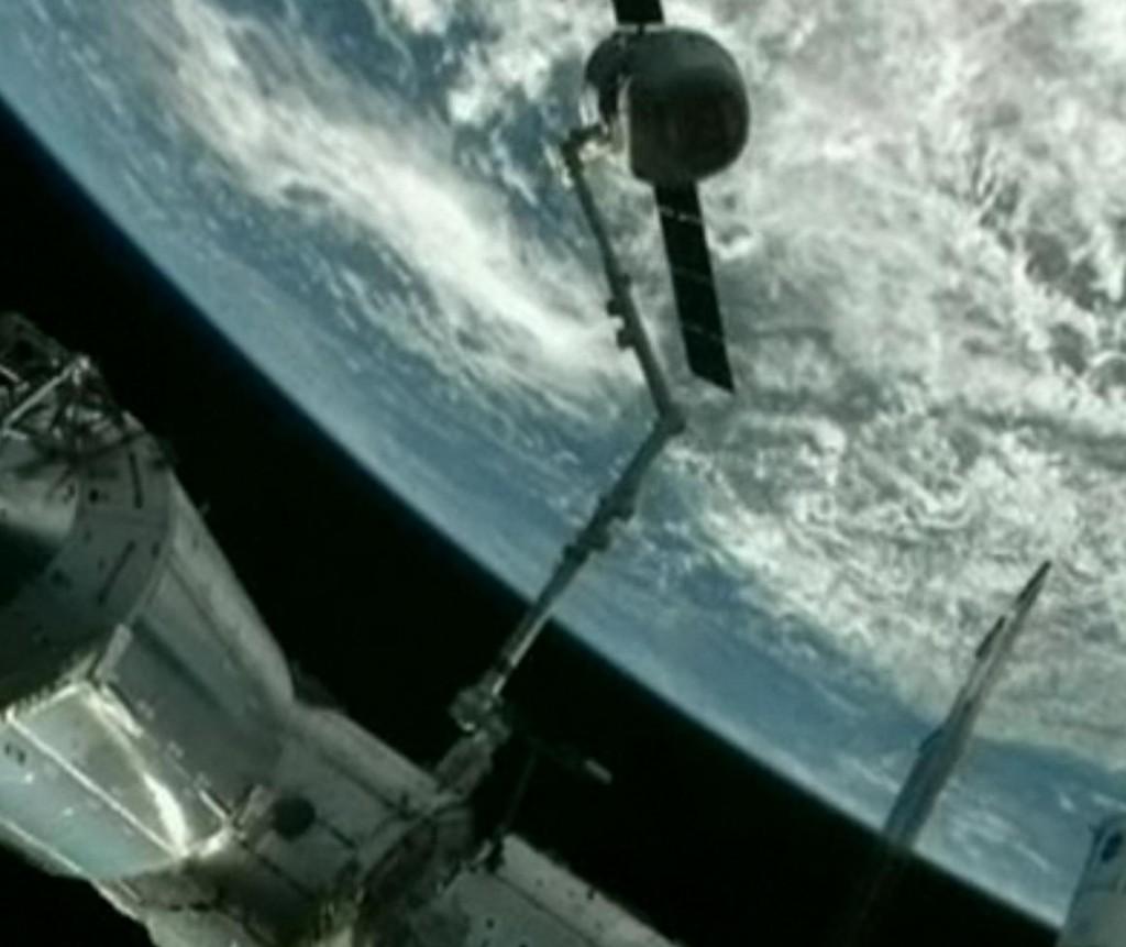 aankoppelen dragon aan ISS 4